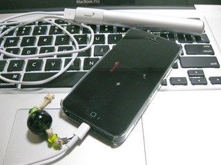 eneloop stick boosterでiPhone 5を充電